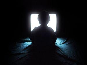 English: A child watching TV.