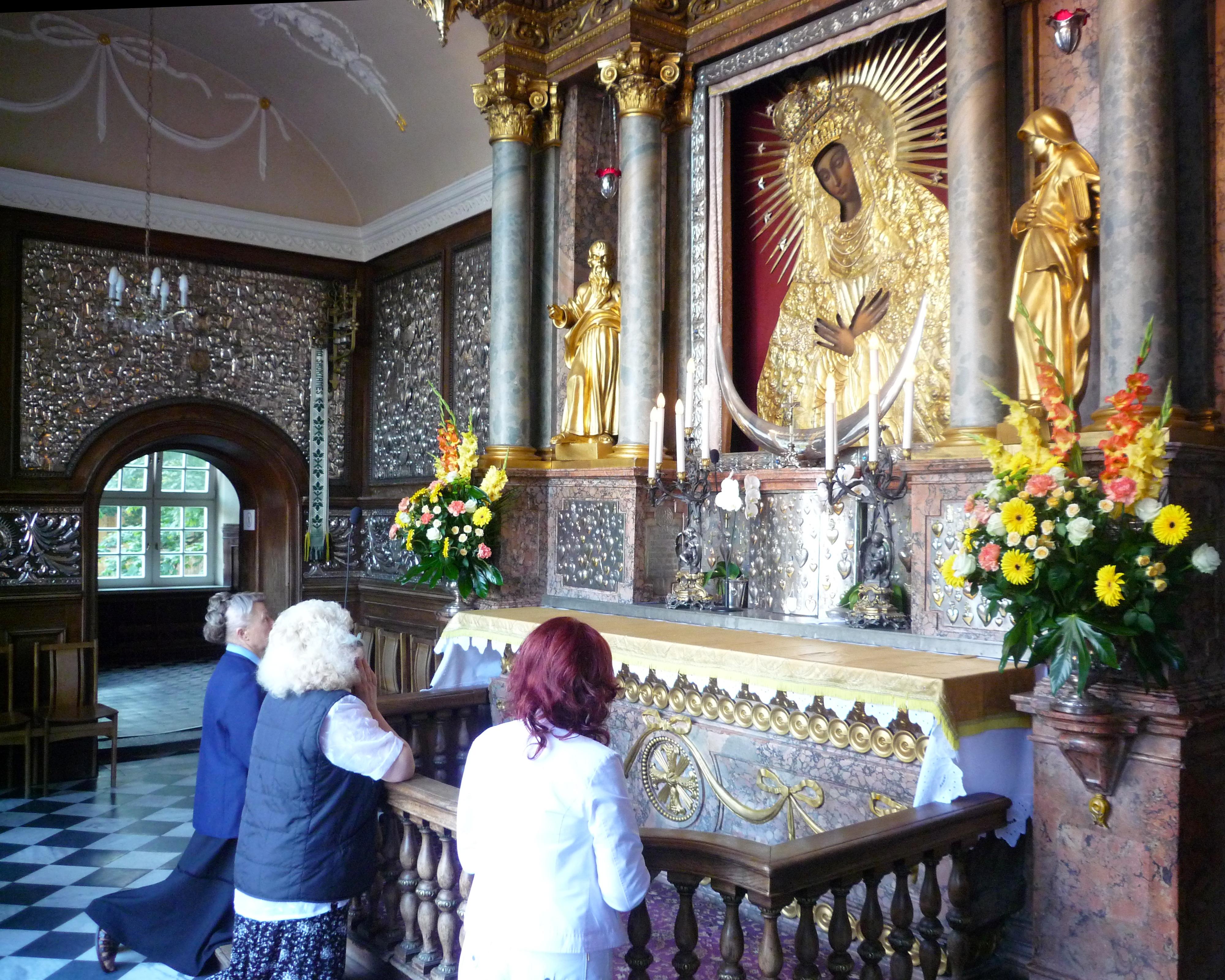 English: Prayer in the Dawn Gate (Aušros Varta...